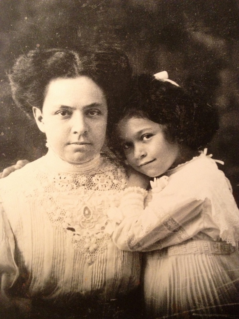 Leni Yahil as a child with her mother Helene Westphal, née Simon © Private collection.